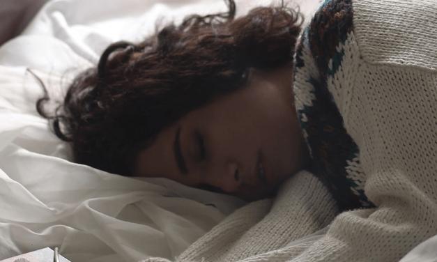 Dormir con las luces o la televisión encendidas aumenta la obesidad