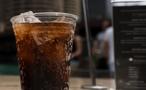 Los refrescos azucarados puede aumentar el riesgo de muerte prematura